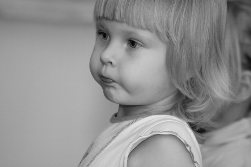 Photo - The little girl, attention in a sight